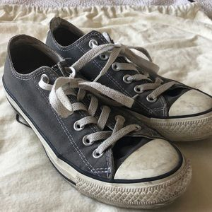Converse low top grey shoes.